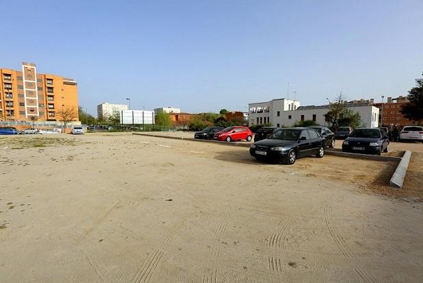 Coslada: En funcionamiento el aparcamiento disuasorio creado en la calle Mar Mediterráneo.