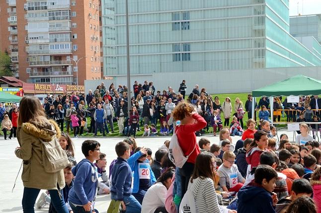 136 alumnos de catorce colegios de Coslada participan en la gymkana STEM de ciencias y matemáticas.