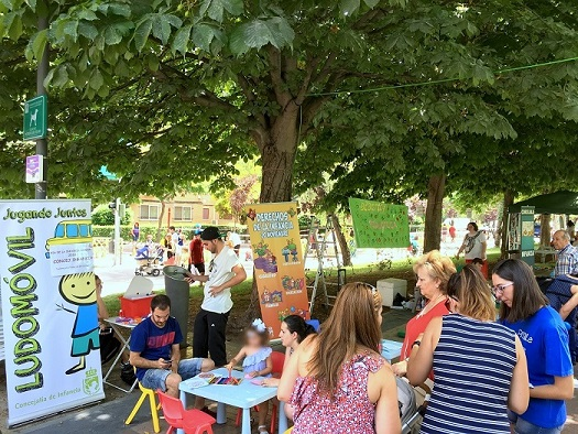 El Lago se llenó de niños, niñas y familias para celebrar el Día de la Infancia de Coslada.