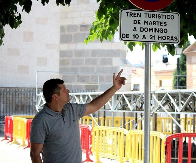 Alcalá: El Grupo Municipal de E2000 reclama que se pueda aparcar en la Plz de los Santos Niños, respetando el horario y días del tren Turístico.