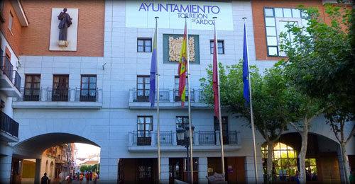 Ciudadanos Torrejón denuncian que el alcalde quiere pagar festejos con fondos europeos destinados a fines sociales.