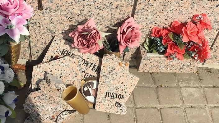 El Psoe denuncia el abandono en el que se encuentran los cementerios de San Fernando de Henares.