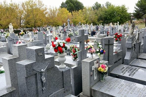 Coslada.-Vías y Obras y Limpieza Viaria amplían sus trabajos en la zona del Cementerio con motivo de la festividad de Todos los Santos.
