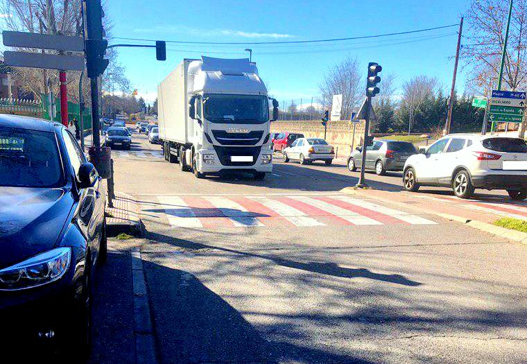 Cs Coslada alerta del tráfico de camiones en la Calle Virgen de la Cabeza, incumpliendo las Ordenanzas de Tráfico.
