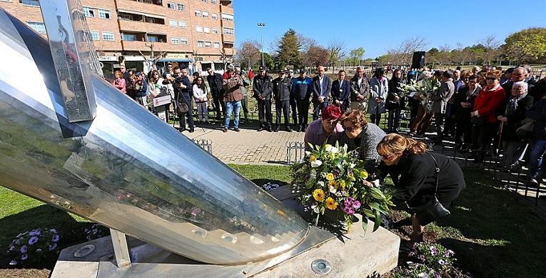 Coslada rinde homenaje a las víctimas de los atentados del 11M en el XV aniversario de la barbarie.