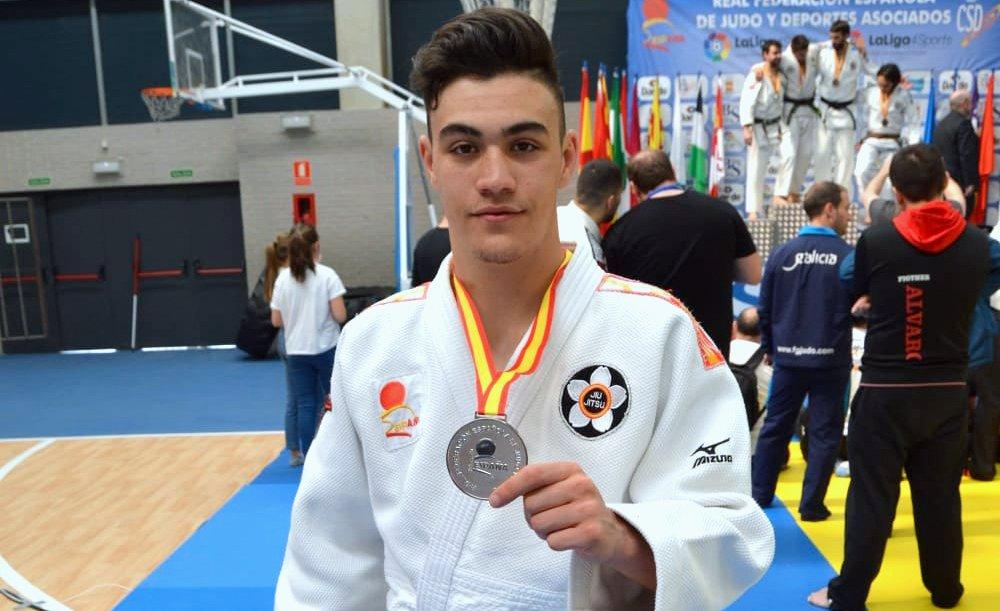 El Sanfernandino, Luis Miguel Casas, aparece en primera posición en el ranking nacional absoluto en sistema lucha -62 kg,- con 18 años.