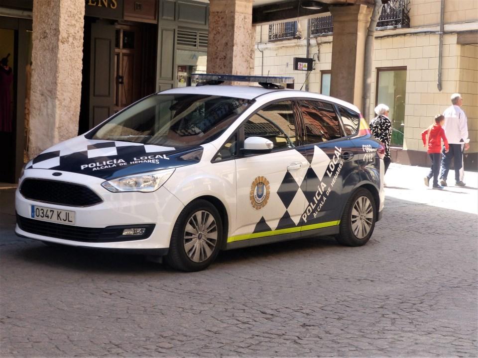 La policía local salva la vida a una bebé de ocho meses en Alcalá de Henares.
