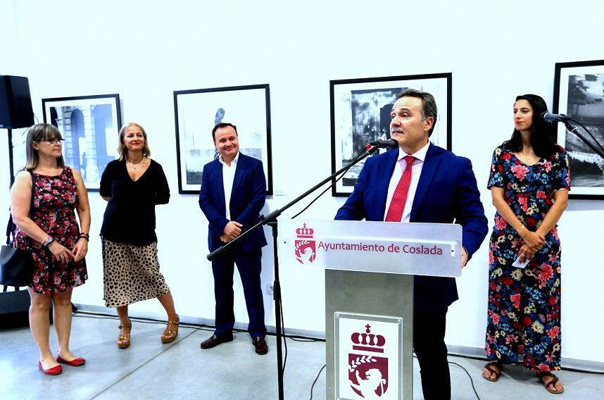 El embajador de Cuba se desplaza a Coslada para inaugurar la exposición 'La Habana, su gente, su vida'