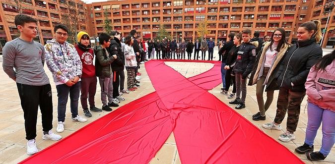 Los jóvenes de Coslada se convierten en los protagonistas del Día Mundial contra el SIDA.