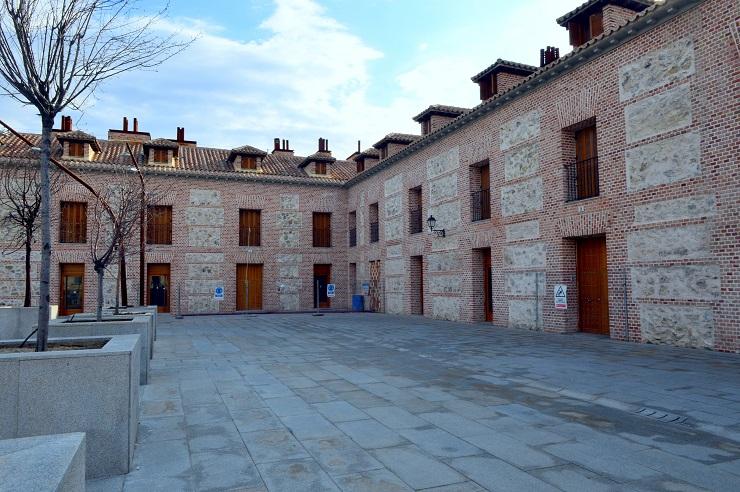 El Ayuntamiento de San Fernando a un paso de recuperar para los vecinos el uso pleno de la plaza de España, si sale adelante la operación de Trinitario Casanova .