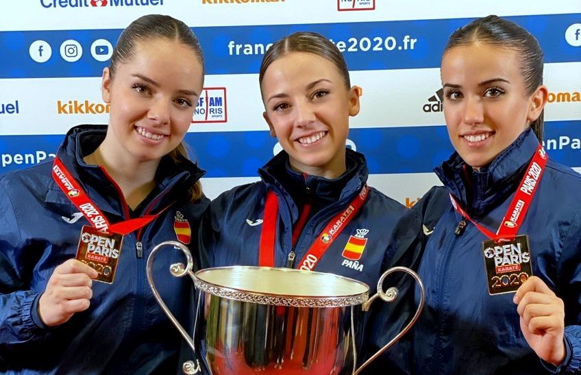 Lidia Rodríguez, consigue la medalla de oro junto con sus compañeras Marta Vega y Raquel Roy.