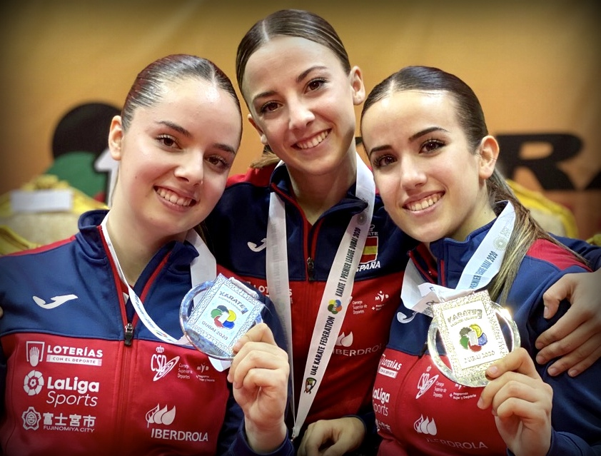 Lidia Rodríguez, Marta Vega y Raquel Roy, consiguen la plata de kata por equipos en Dubái.