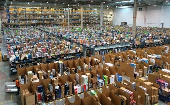 El Virus entra en Amazon que confirma tres casos en dos almacenes pero descarta cerrarlos.