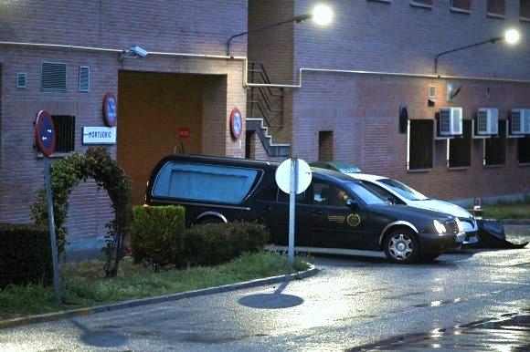 El Alcalde de Madrid, anuncia al Gobierno que cierra la Funeraria Municipal por la falta de material de protección.