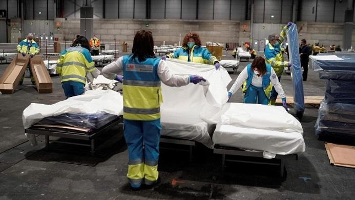 La curva de mortalidad y contagiados por coronavirus en España sigue aumentando.