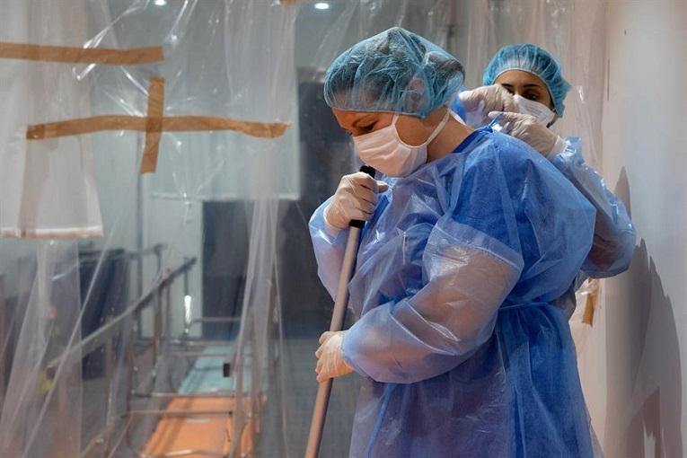 El Sindicato de Enfermeras -SATSE Madrid- reclama medidas urgentes para evitar el colapso de los hospitales ante la llegada de lo peor de la pandemia.