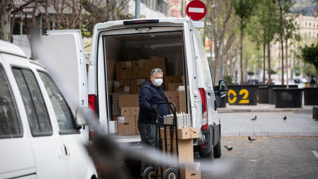 El Gobierno de Sánchez, reduce la lista de las profesiones que SÍ pueden trabajar.