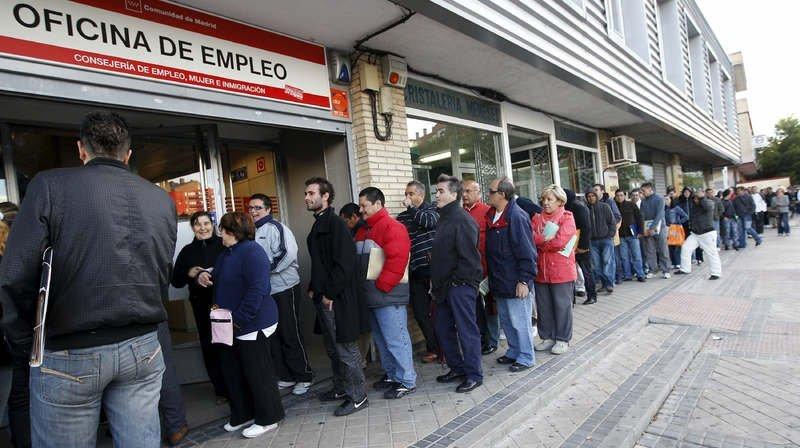 España se enfrenta a una crisis económica sin precedentes: En Marzo se destruyen casi 834.000 empleos,  de los cuales 303.265 solo en 15 días, además la seguridad social registra 833.979 afiliados menos también este mes.