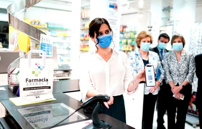 Isabel Díaz Ayuso presenta la primera Tarjeta Sanitaria Virtual en el móvil para todos los madrileños.