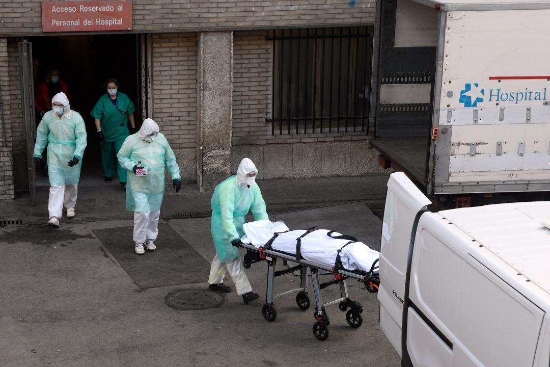 Madrid: El Gobierno Autonómico restringirá «movilidad y actividad» en las zonas más críticas para no colapsar los hospitales.