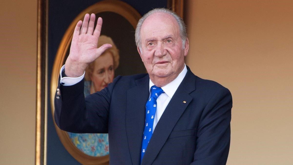 Exvicepresidentes, exministros, embajadores y altos cargos de PP y PSOE firman un manifiesto de apoyo y reconocimiento al reinado de Juan Carlos I.