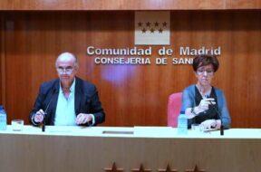 Antonio-zapatero-y-la-directora-general-de-salud-publica-Elena-Andradas