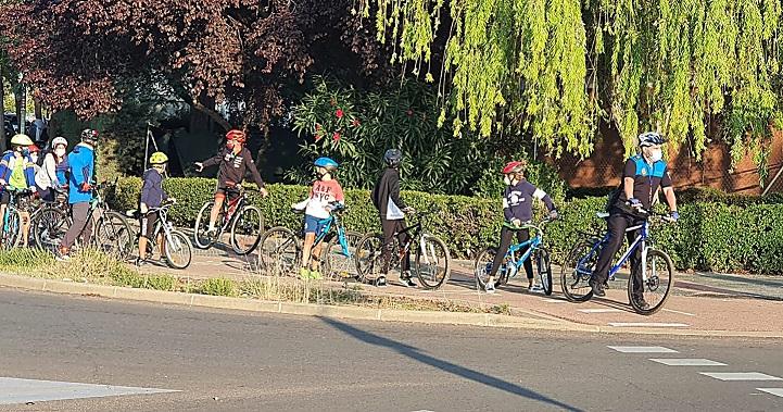 Coslada: La policía Local acompaña a los escolares en su 'Camino escolar en bicicleta'