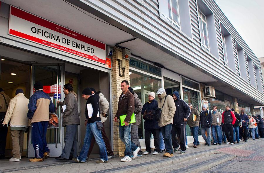 El paro continúa Subiendo en España. Octubre llega hasta los 3,8 millones, casi 600.000 parados más que antes de la crisis.
