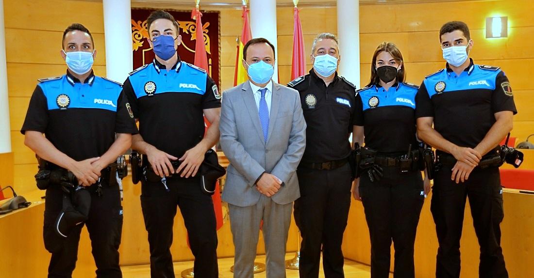 Coslada cuenta ya con 4 nuevos policías locales. El Ayuntamiento informa igualmente, que pone en marcha una campaña para eliminar artrópodos y roedores.