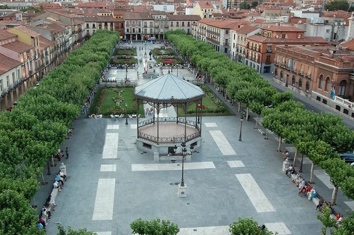 El Ayuntamiento restaura el quiosco de la música de la Plaza de Cervantes.